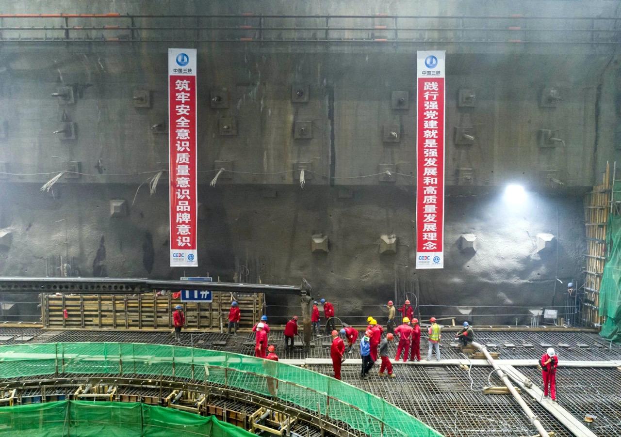 白鹤滩右岸世界最大地下厂房全线封…